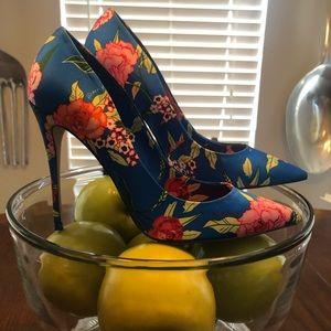 Shoes - Aldo floral pumps